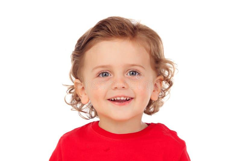 Schönes kleines Kind zwei Jahre alt mit dem roten Trikotlächeln lizenzfreies stockfoto
