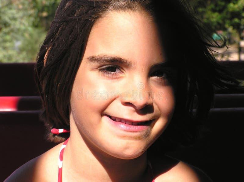 Schönes kleines Mädchen stockfoto