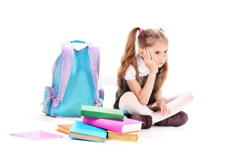 Schönes kleines Mädchen, Bücher und ein Rucksack stockfotografie