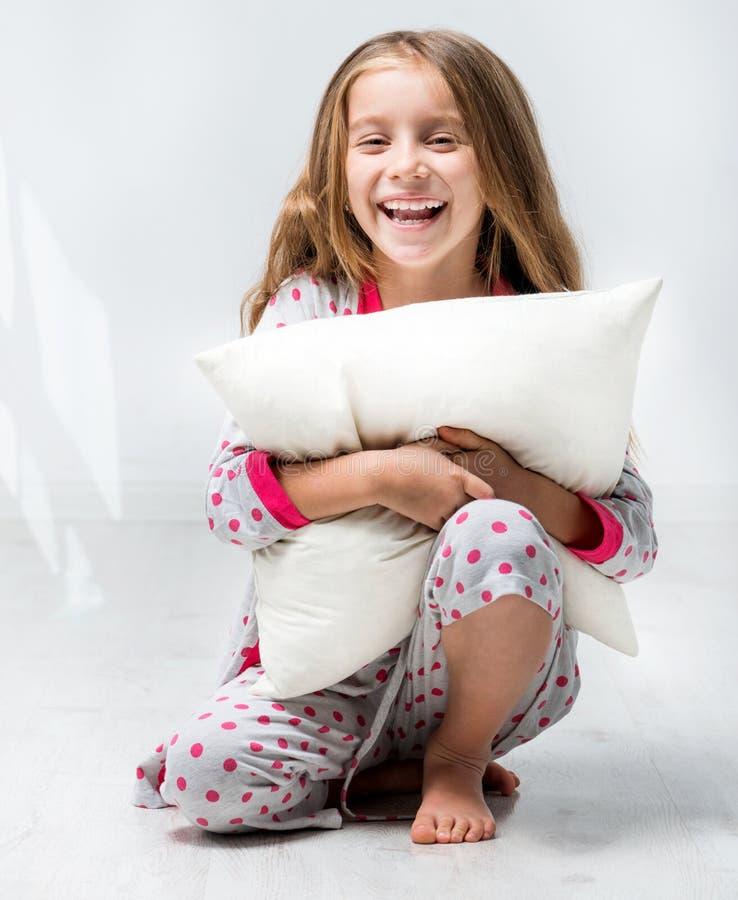 sch nes kleines m dchen im pyjama stockbild bild von bequem gesundheit 36417893. Black Bedroom Furniture Sets. Home Design Ideas