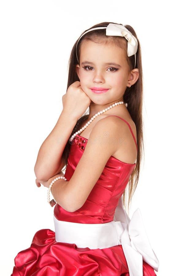 Schönes Kleines Mädchen Im Roten Abendkleid Stockfoto - Bild von ...