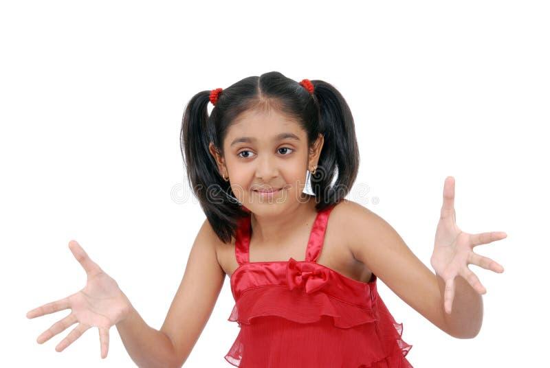 Schönes kleines Mädchen mit teilt aus stockbilder