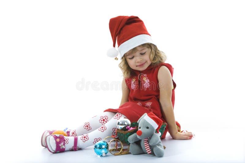 Schönes kleines Mädchen mit Weihnachtsdekoration stockbilder