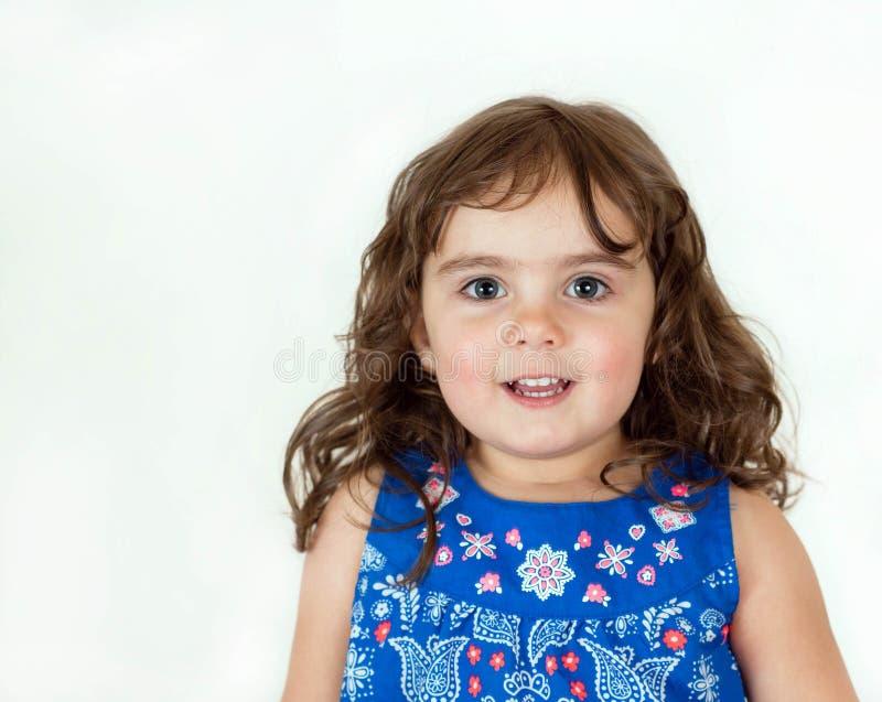 Schönes Kleinkind in einem geblümten Kleid stockfotos