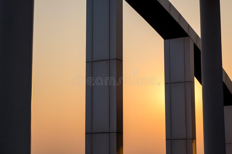 schönes Kunstgebäude Schattenbild lizenzfreie stockfotos