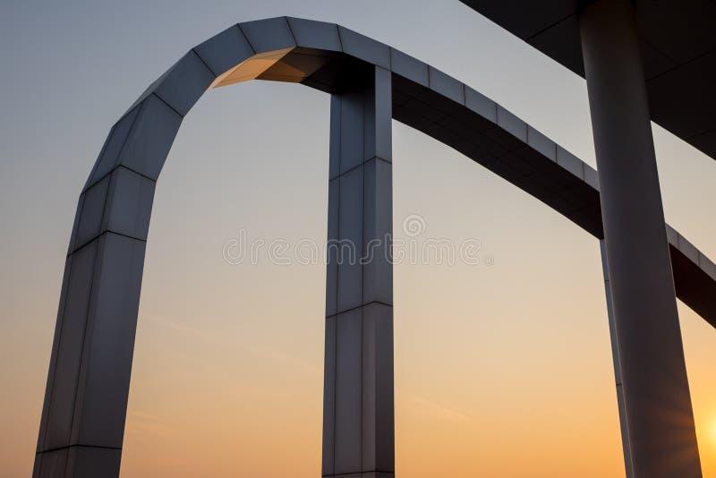schönes Kunstgebäude Schattenbild stockfotos