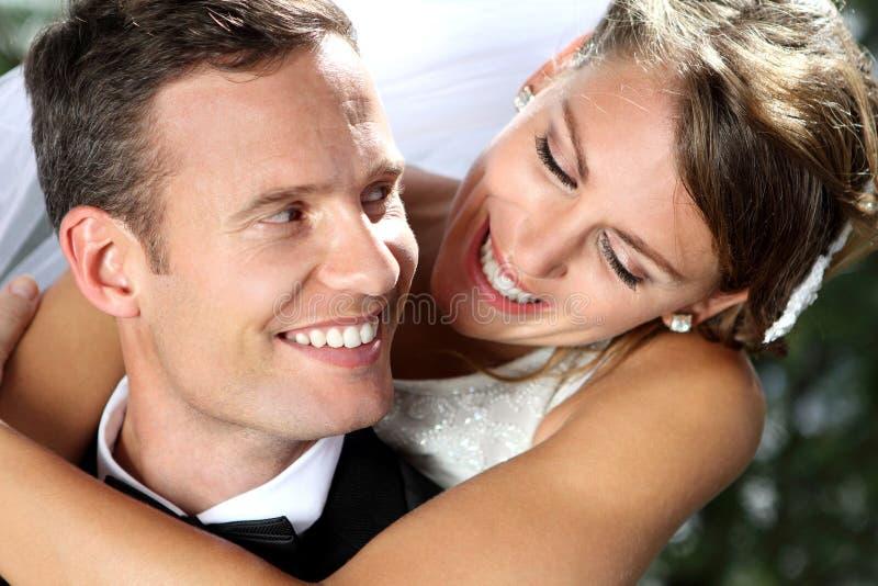 Schönes Lächeln von den romantischen Paaren lizenzfreie stockbilder