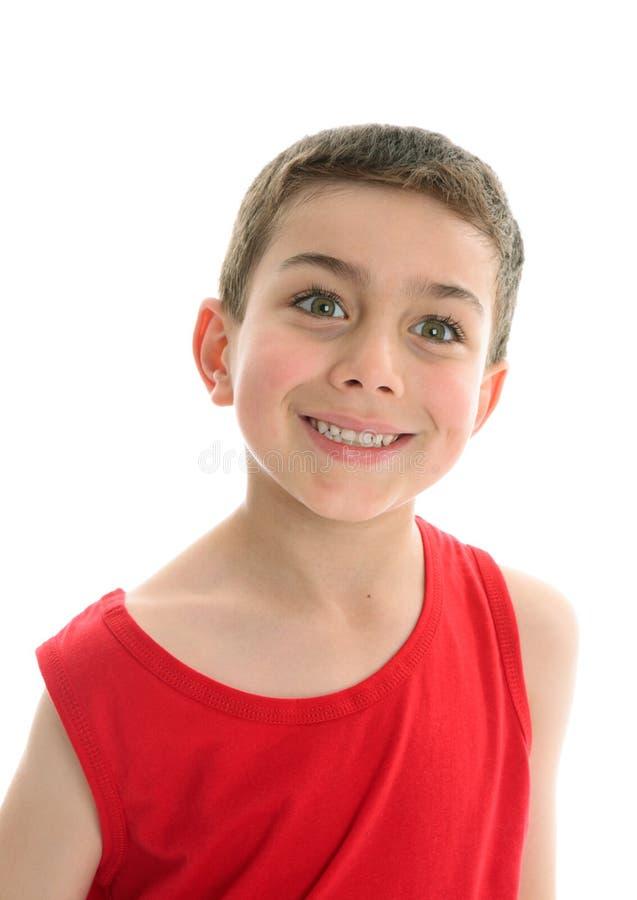Schönes lächelndes Jungenkind stockbilder