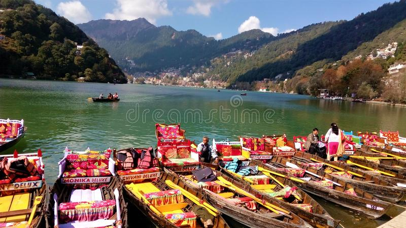 Schönes lakeview in Nainital lizenzfreie stockbilder