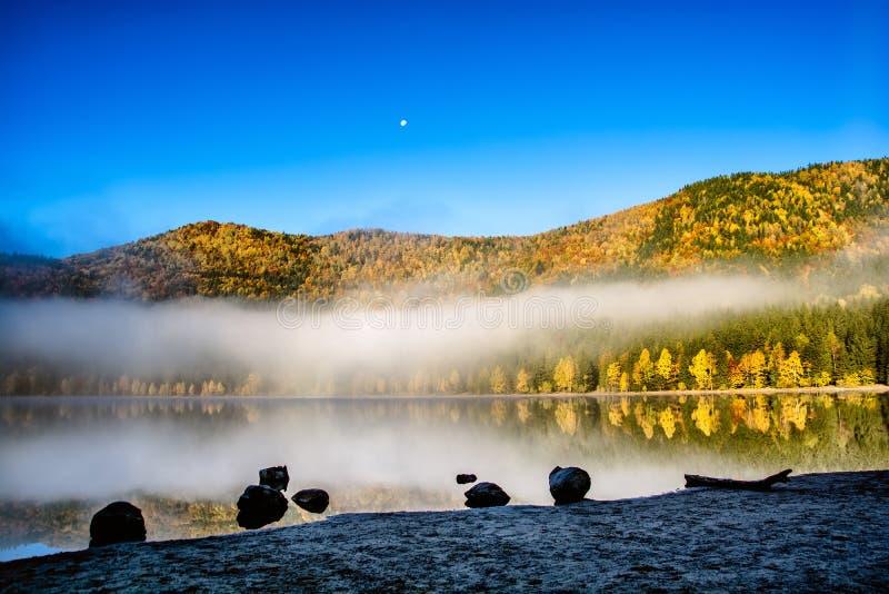 Schönes Landschaftrumäniens heilig-Ana vulkanischer See stockfoto
