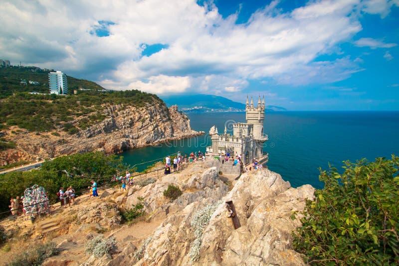 Schönes Landschaftsschwalbennest in der Krim an einem klaren sonnigen Tag stockfotografie