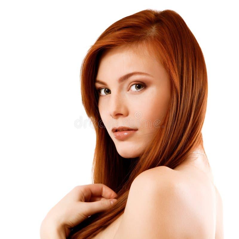 Schönes langes rotes healt Haar der jungen attraktiven Frau stockfotografie