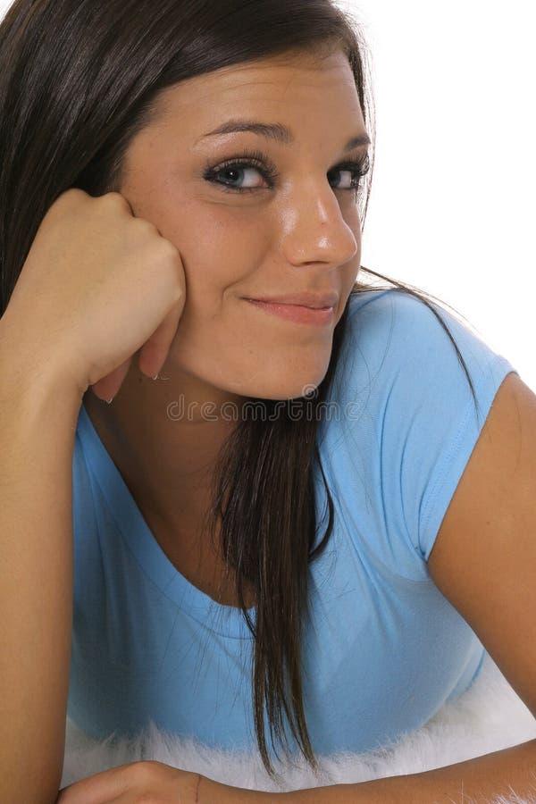 Schönes Latinofrauendenken lizenzfreies stockfoto