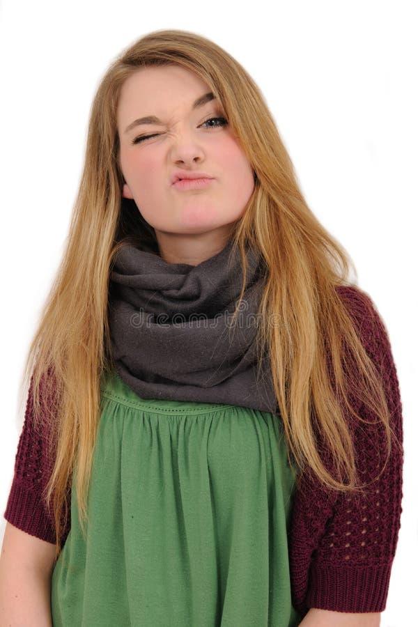 Schönes Mädchen, das ihre Missbilligung zeigt lizenzfreies stockfoto
