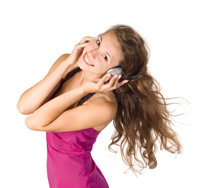 Schönes Mädchen, das Musik hört lizenzfreie stockfotos