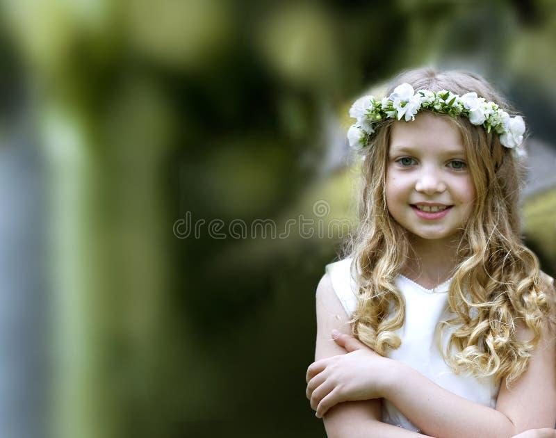 Schönes Mädchen der Erstkommunion lizenzfreie stockfotografie