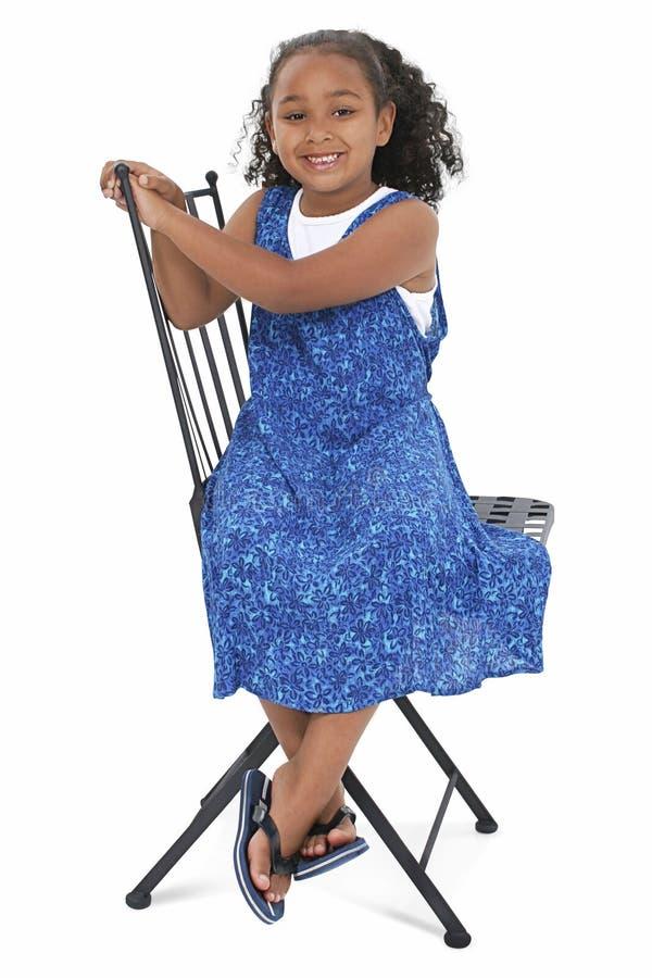 Schönes Mädchen im blauen Sommer-Kleid lizenzfreies stockfoto
