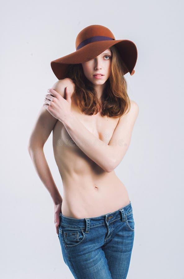 Schönes Mädchen im Hut stockbilder