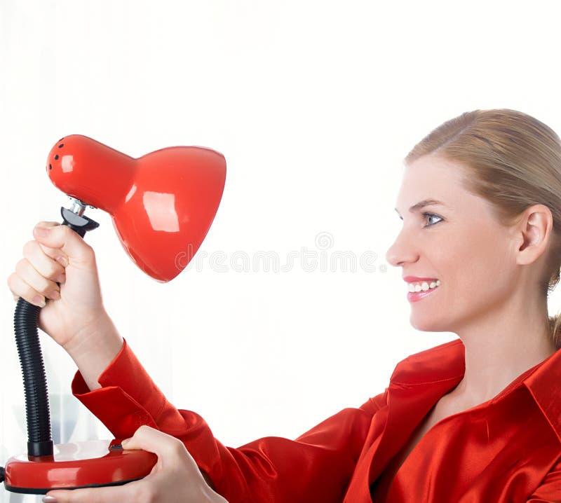 Schönes Mädchen im Rot lizenzfreies stockfoto