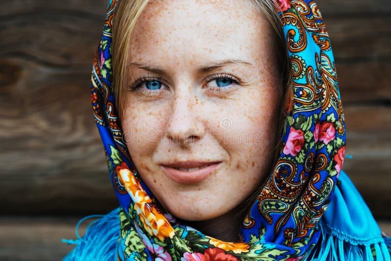 Schal, Ein Traditioneller Kopfschmuck Von Russischen