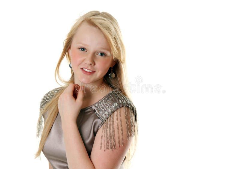 Schönes Mädchen im Satinkleid lizenzfreies stockbild