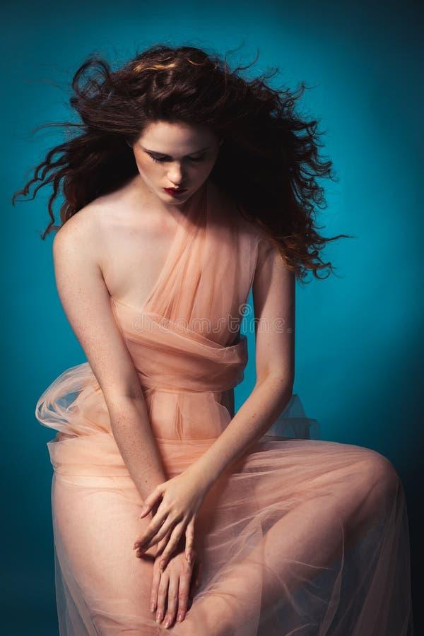 Schönes Mädchen im Studio, Renaissance lizenzfreie stockfotos