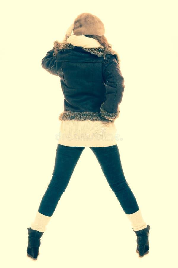 Schönes Mädchen lokalisiert auf weißem Hintergrund Mädchen in warmem Kleidung instagram Filter lizenzfreie stockfotografie