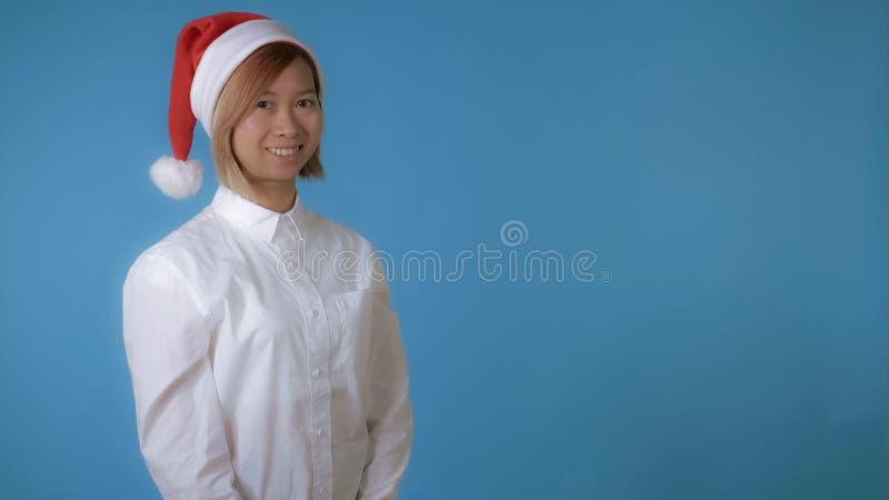 Schönes Mädchen mögen Sankt-Lächeln stockbild