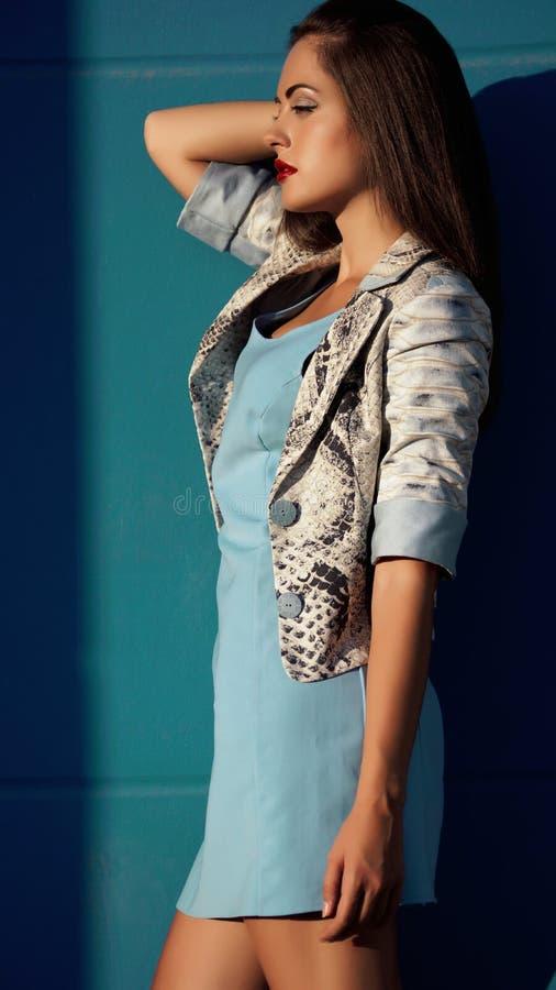 Blaue jacke kleid