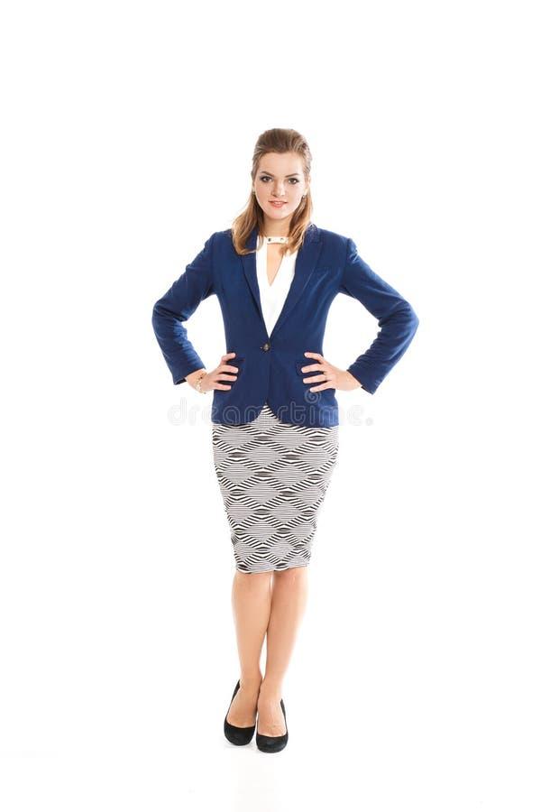 Schönes Mädchen mit dem hellbraunen Haar in einem stilvollen Kleid stockfotos