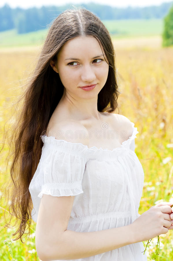 Schönes Mädchen mit dem langen Haar lizenzfreie stockfotos