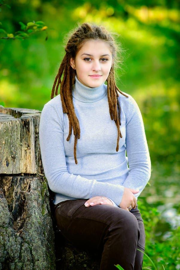 Download Schönes Mädchen Mit Dreadlocks Stockbild - Bild von erwachsene, gesicht: 9075301