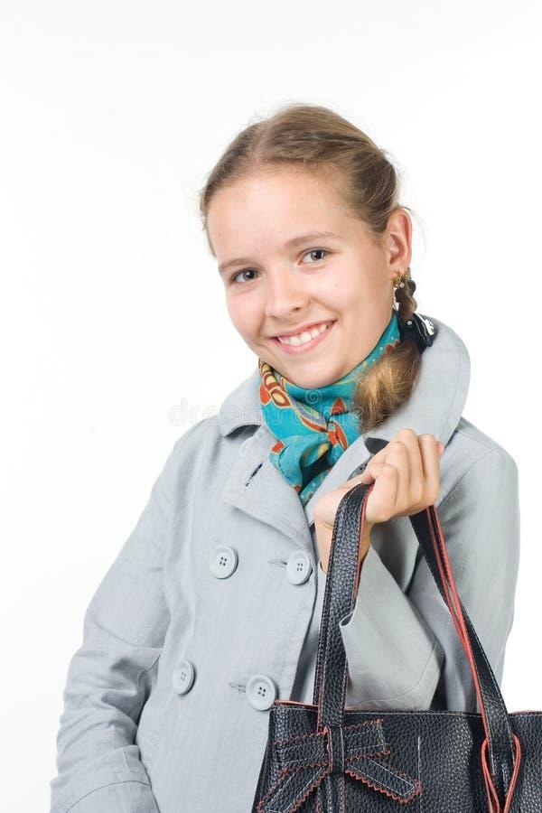 Schönes Mädchen mit einem Beutel stockfoto