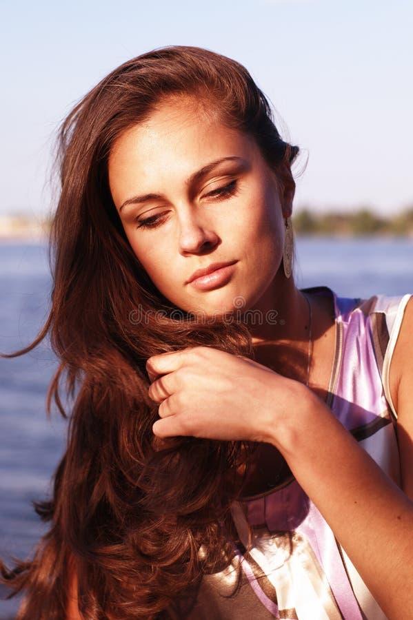 Schönes Mädchen mit geschlossenen Augen lizenzfreie stockfotografie