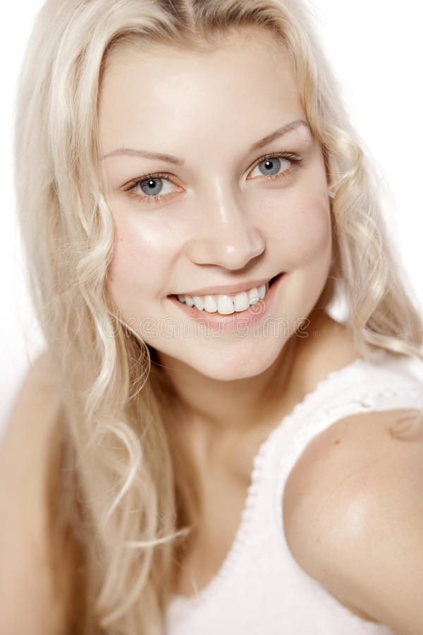 Schönes Mädchen mit hübschem Lächeln stockfoto