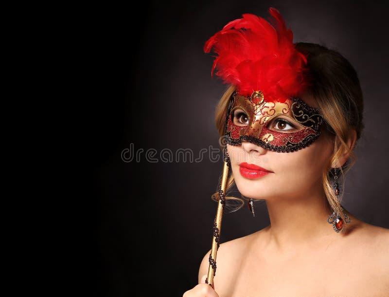 Schönes Mädchen mit Karnevalsschablone Halloween stockbild