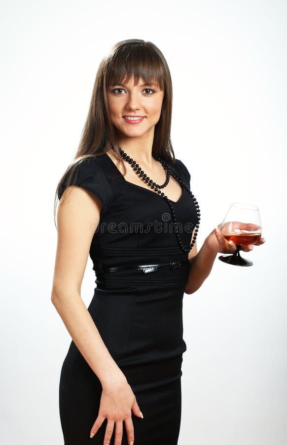 Schönes Mädchen mit Kognakglas lizenzfreies stockfoto