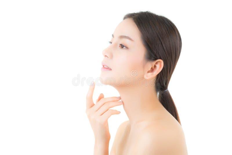 Schönes Mädchen mit Make-up, Frauen- und Hautpflegekonzept/attraktivem Asien-Mädchen, das auf dem Gesicht lokalisiert smilling is lizenzfreies stockfoto