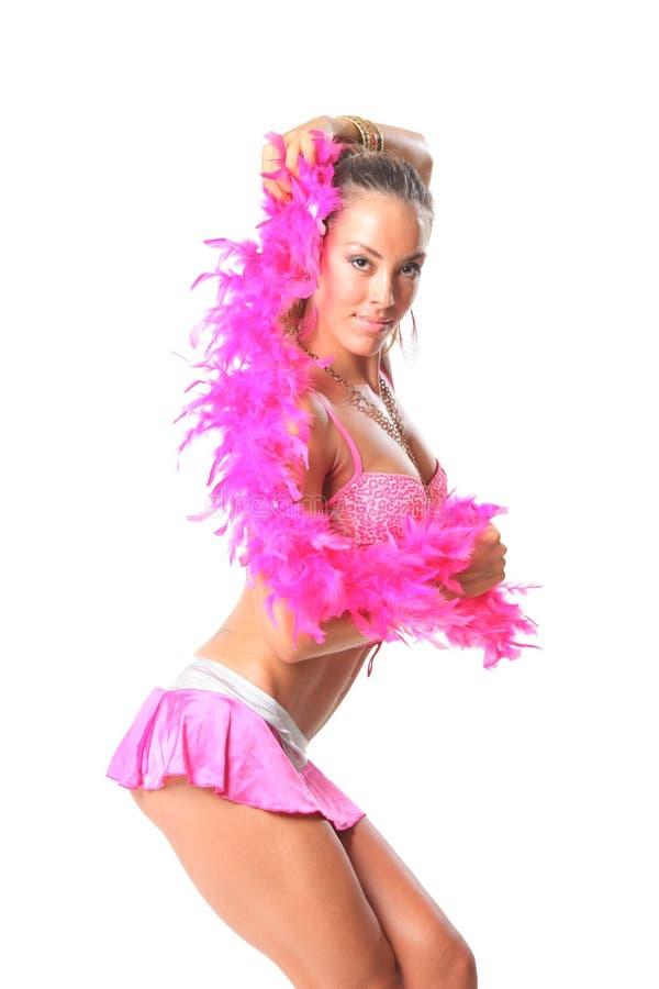 Schönes Mädchen mit rosafarbenem Schal stockbilder