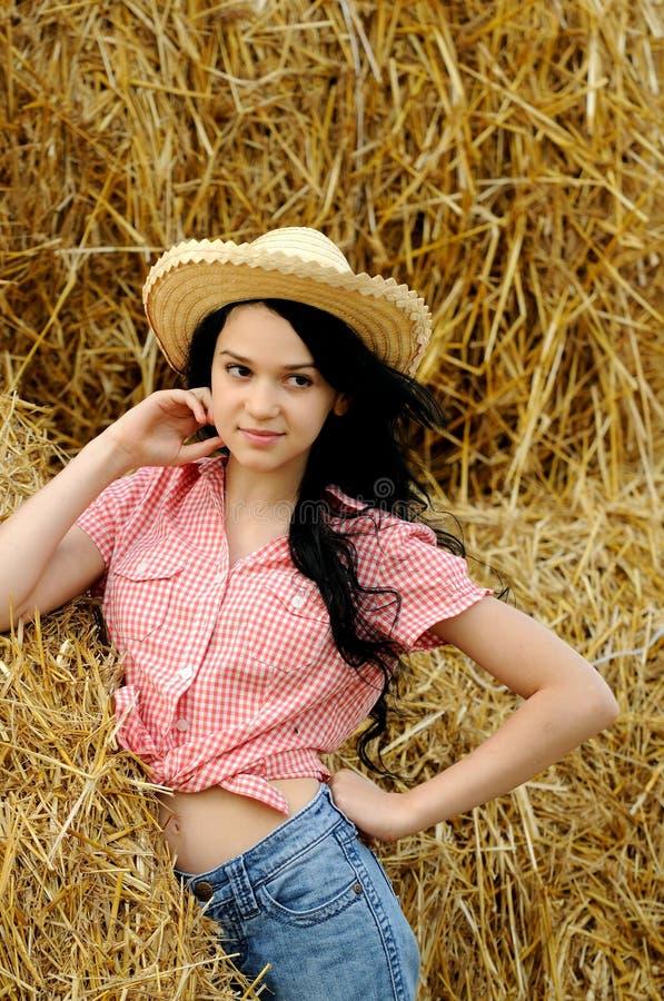 Download Schönes Mädchen, Welches Die Natur Genießt Stockbild - Bild von field, frei: 26352005