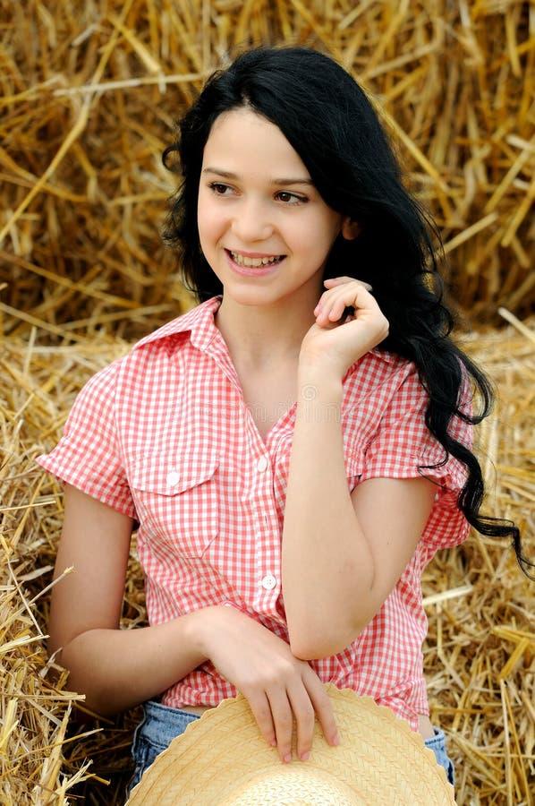 Download Schönes Mädchen, Welches Die Natur Genießt Stockfoto - Bild von nett, glücklich: 26352024