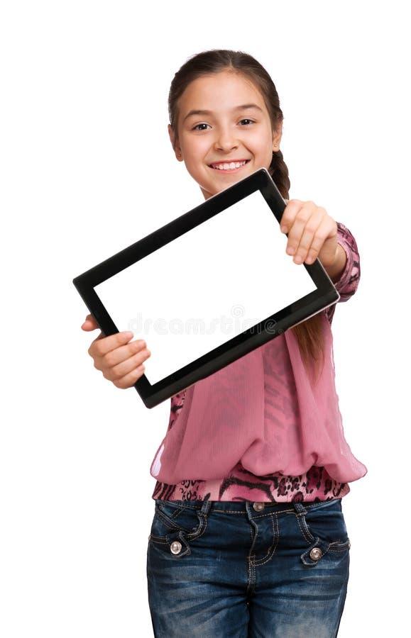 Mädchen zeigt eine Bildschirm Digital-Tablette lizenzfreie stockbilder