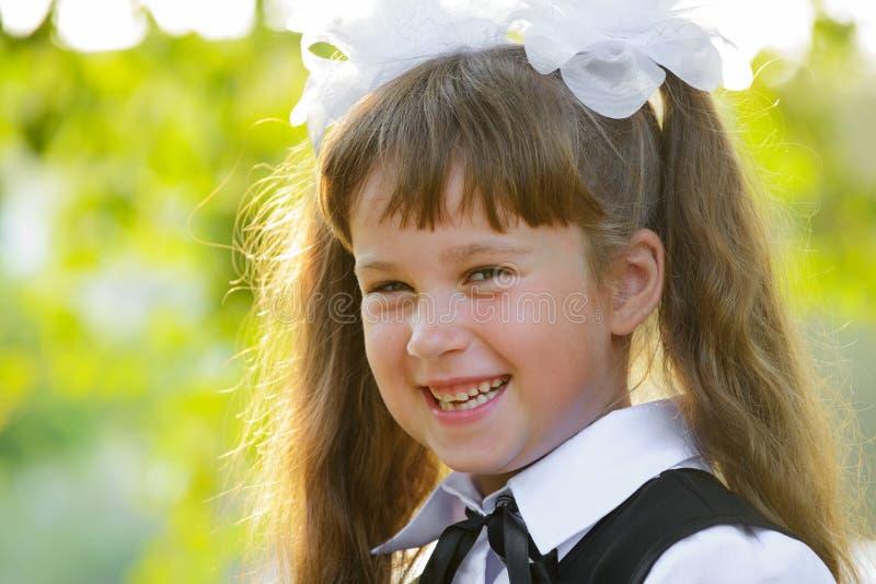 Download Schönes Mädchenportrait stockbild. Bild von wenig, recht - 26353403