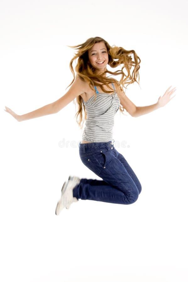 Schönes Mädchenspringen stockfotografie