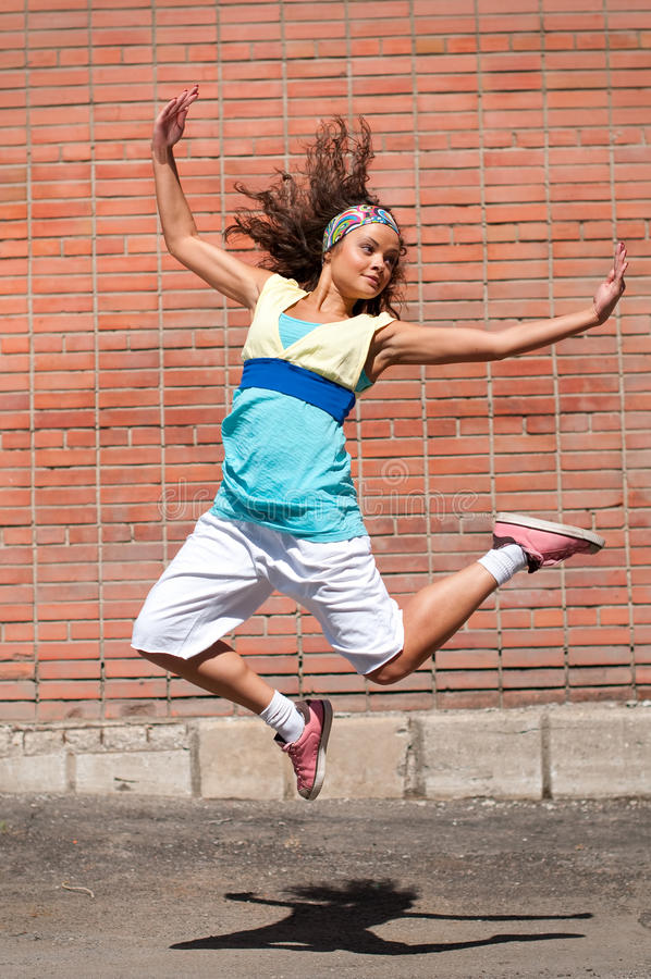 Schönes Mädchentanzen Hip-hop lizenzfreies stockbild