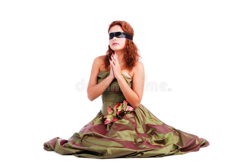 Schönes mit verbundenen Augenmädchen im Kleid lizenzfreie stockbilder