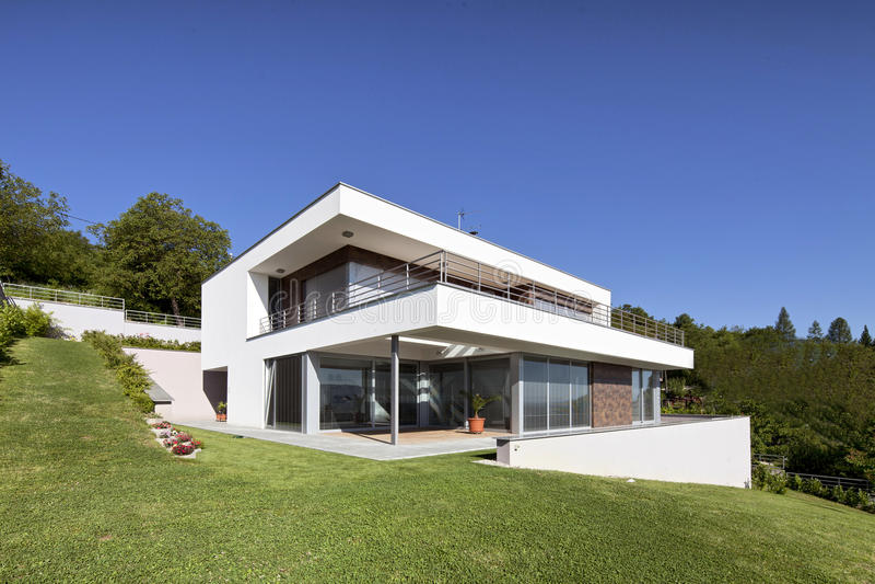 Modernes Haus schönes modernes haus stockbild bild bewölkt garten 20292995