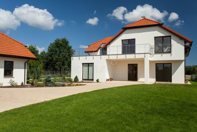 Schönes modernes Haus lizenzfreies stockfoto