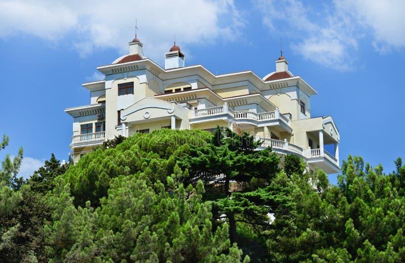 Schönes, modernes Haus, Hotel. Jalta, Krim, lizenzfreie stockbilder