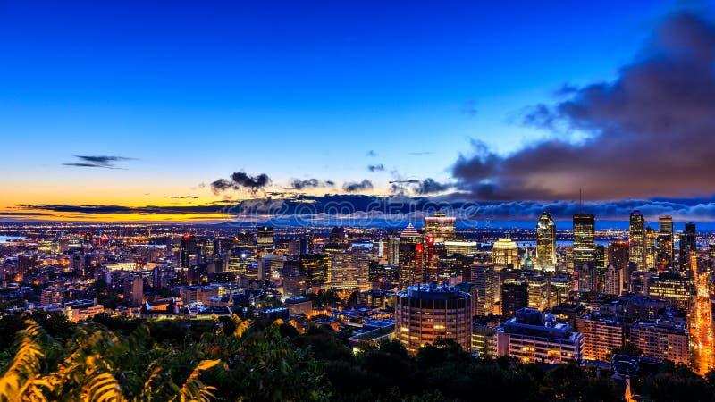 Schönes Montreal bei Sonnenaufgang oder Sonnenuntergang Erstaunliche Ansicht von Belve lizenzfreie stockfotos